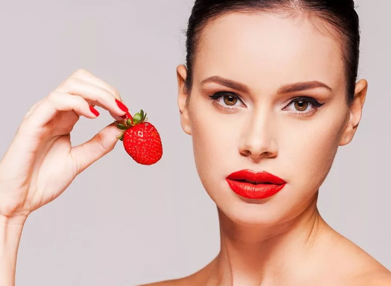 Amazing Strawberry face pack for Bright and Beautiful skin